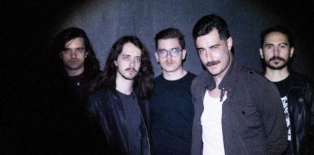 """Young Lights durante as gravações do vídeo de """"When You Were Here""""."""